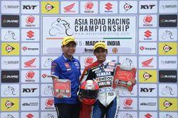 Podium AP250: Galang Hendra dan Manajer Yamaha Racing Indonesia, Wahyu Rusmayadi