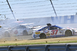 Chris Buescher, JTG Daugherty Racing Chevrolet, Trevor Bayne, Roush Fenway Racing Ford, crash