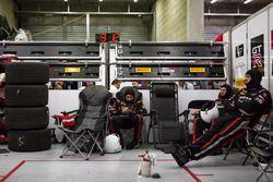 Team RJN Motorsport mecánicos