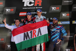 Podium : le vainqueur Roberto Colciago, M1RA, Honda Civic TCR, le deuxième, Attila Tassi, M1RA, Honda Civic TCR, le troisième, Stefano Comini, Comtoyou Racing, Audi RS3 LMS et Norbert Michelisz