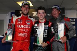 Победитель Аттила Таши, второе место – Пепе Ориола, Lukoil Craft-Bamboo Racing, третье место – Йенс Рено Мёллер, Reno Racing