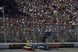 Joey Logano, Team Penske Ford Chase Elliott, Hendrick Motorsports Chevrolet