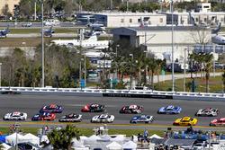 Clint Bowyer, Stewart-Haas Racing Ford and Denny Hamlin, Joe Gibbs Racing Toyota