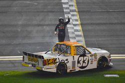 Kaz Grala, GMS Racing Chevrolet, festeggia la vittoria con un burnout