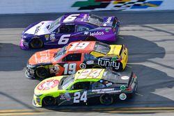 Darrell Wallace Jr., Roush Fenway Racing, Ford; Matt Tifft, Joe Gibbs Racing, Toyota; Scott Lagasse