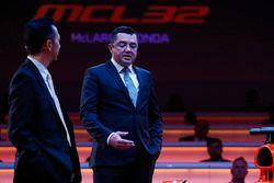 Yusuke Hasegawa, Senior Managing Officer, Honda, en Eric Boullier, Racing Director, McLaren
