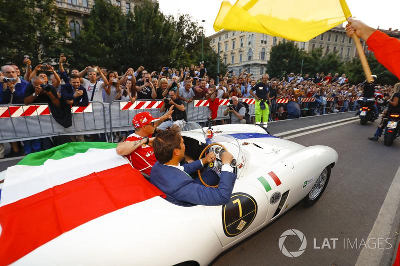 Kimi Raikkonen, Ferrari, en el desfile de Milán