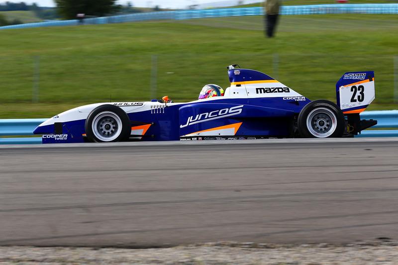 Ainda em Glen, Victor Franzoni venceu no circuito misto e garantiu o título da Pro Mazda, conseguindo uma bolsa que o possibilita participar da Indy Lights em 2018.