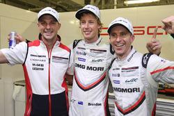 Polesitters Timo Bernhard, Earl Bamber, Brendon Hartley, Porsche Team