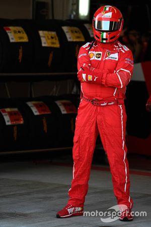 Un mécanicien Ferrari
