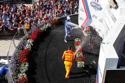 Podio: ganador Will Power, Team Penske Chevrolet, segundo lugar Scott Dixon, Chip Ganassi Racing Hon
