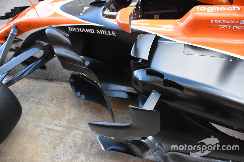 Детали передней части McLaren MCL32