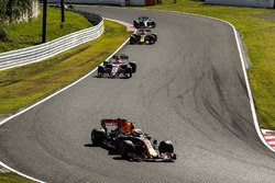Max Verstappen, Red Bull Racing RB13, Esteban Ocon, Sahara Force India F1 VJM10, Daniel Ricciardo, R