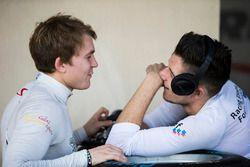 Мэтт Перри, Koiranen GP, и Джейк Деннис, Arden International