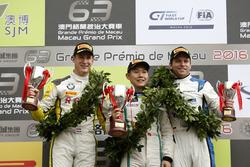 Podio GT-Cup: Ganador de la carrera Adderly Fong, Bentley Team Absolute, Bentley Continental GT3; se