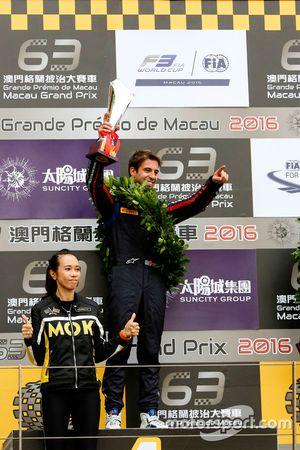 Podio: ganador de la carrera António Felix da Costa, Carlin Dallara Volkswagen