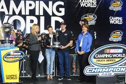Truck-Owners-Champions 2016: Samantha Busch und Kyle Busch, Kyle Busch Motorsports, mit Danielle Tro