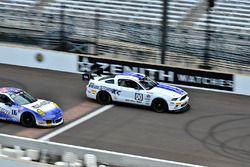 #00 TA4 Ford Mustang, James Pesek, PF/Rennsport KC Racing, #16 TA3 Porsche 911 GT3 Cup, Tom Herb, Fall Line Motorsports