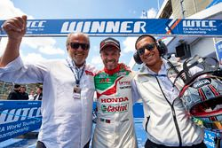 Emiliano Ventura, race winner Tiago Monteiro, Honda Racing Team JAS