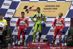Podium: race winner Valentino Rossi, Aprilia, second place Carlos Checa, Yamaha, third place Max Bia