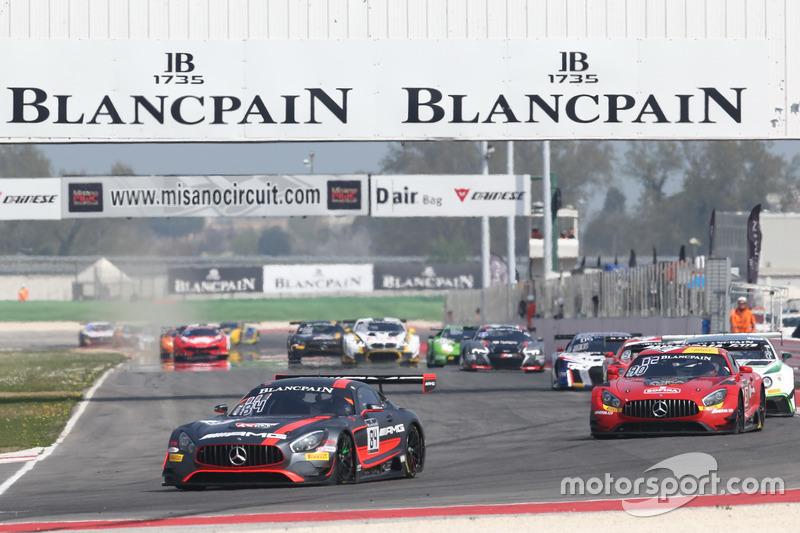 #84 Mercedes-AMG Team HTP Motorsport, Mercedes-AMG GT3: Maximilian Buhk, Franck Perera líder