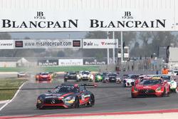 #84 Mercedes-AMG Team HTP Motorsport, Mercedes-AMG GT3: Maximilian Buhk, Franck Perera leads