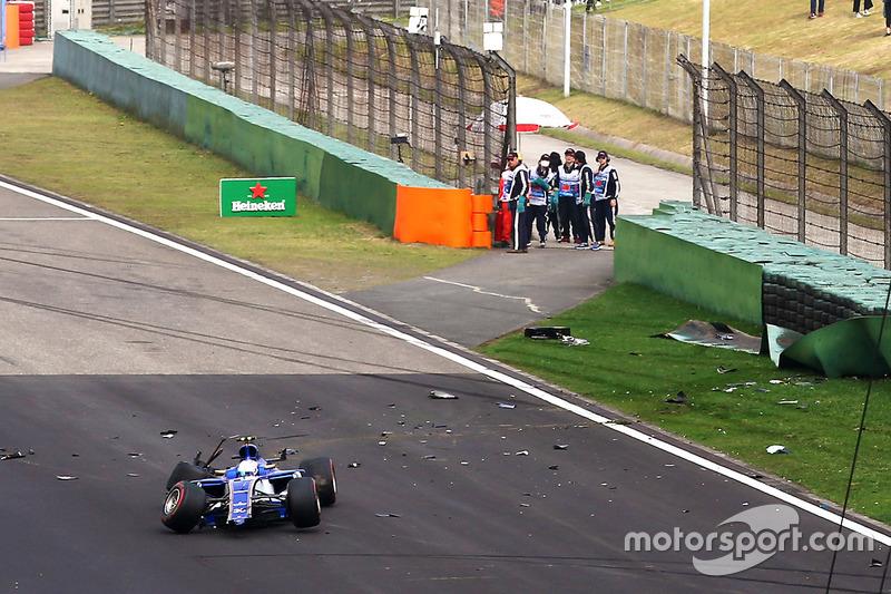 Antonio Giovinazzi, Sauber C36, tras su accidente