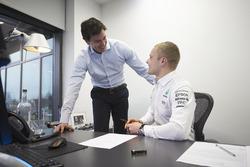 Valtteri Bottas, Mercedes, Toto Wolff, Mercedes AMG F1 Shareholder and Executive Director