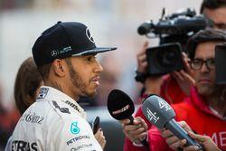 Lewis Hamilton, Mercedes AMG F1 im Gespräch mit der Presse