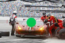 Pitstop for #68 Scuderia Corsa Ferrari 488 GTE: Alessandro Pier Guidi, Alexandre Prémat, Daniel Serr