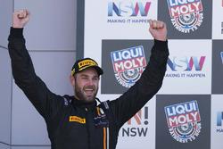 Podium: racewinnaar Shane van Gisbergen, Tekno Autosports