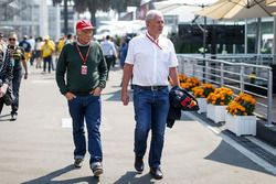 Niki Lauda, Mercedes AMG F1 Non-Executive Chairman and Dr Helmut Marko, Red Bull Motorsport Consulta
