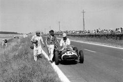 Maurice Trintignant, Cooper T51-Climax et le photographe Bernard Cahier