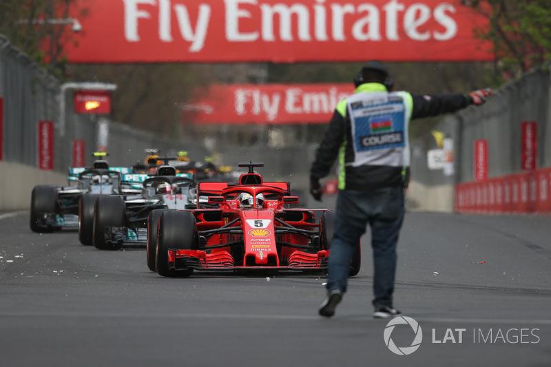 Sebastian Vettel, Ferrari SF71H dan marshal