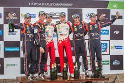 Podio: ganadores, Ott Tanak, Martin Järveoja, Toyota Gazoo Racing, segundo, Thierry Neuville, Nicolas Gilsoul, Hyundai Motorsport, tercero, Dani Sordo, Carlos del Barrio, Hyundai Motorsport