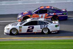 Brad Keselowski, Team Penske Ford Fusion and Denny Hamlin, Joe Gibbs Racing Toyota