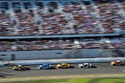 Erik Jones, Joe Gibbs Racing Toyota, Ricky Stenhouse Jr., Roush Fenway Racing Ford Fusion, Joey Loga