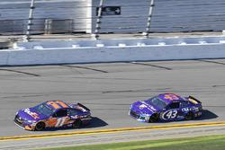 Denny Hamlin, Joe Gibbs Racing Toyota, Darrell Wallace Jr., Richard Petty Motorsports Ford Fusion