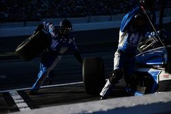 Alex Bowman, Hendrick Motorsports Chevrolet Camaro pit stop