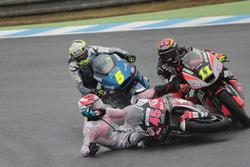Tetsuta Nagashima, SAG Racing Team crashes in front of Sandro Cortese, Dynavolt Intact GP