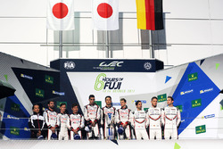 Podium: race winners Anthony Davidson, Sébastien Buemi, Kazuki Nakajima, Toyota Gazoo Racing, second