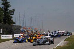 Josef Newgarden, Team Penske Chevrolet, Alexander Rossi, Andretti Autosport Honda, Ryan Hunter-Reay, Andretti Autosport Honda, al comando alla partenza