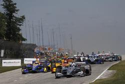 Josef Newgarden, Team Penske Chevrolet, Alexander Rossi, Andretti Autosport Honda, Ryan Hunter-Reay, Andretti Autosport Honda lead at the start, green flag