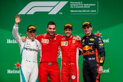 Valtteri Bottas, Mercedes AMG F1, 2° classificato, Nicola Bariselli, ingegnere di pista, Ferrari, Sebastian Vettel, Ferrari, 1° classificato, Max Verstappen, Red Bull Racing, 3° classificato