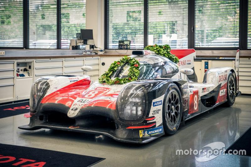 La Toyota victorieuse des 24H du Mans de retour à l'usine