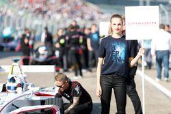 Jose Maria Lopez, Dragon Racing, sur la grille avec les grid kids