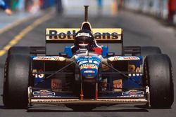 Race winner Damon Hill, Williams FW18