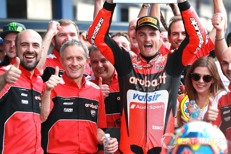 Переможець гонки Чаз Девіс, Aruba.it Racing-Ducati SBK Team