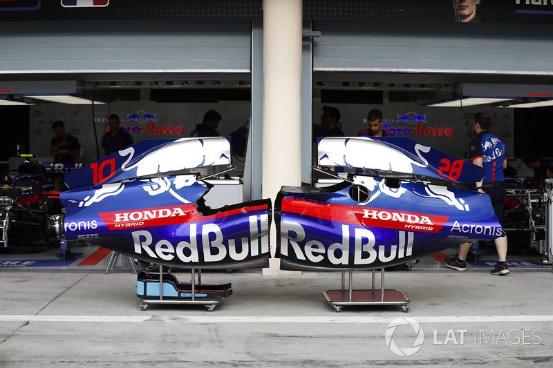 Cubiertas de motor de Pierre Gasly, Toro Rosso y Brendon Hartley, Toro Rosso STR13 Honda