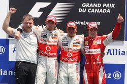 Подиум: победитель Льюис Хэмилтон, второе место – Дженсон Баттон, McLaren, третье место – Фернандо Алонсо, Ferrari